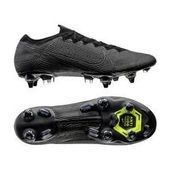 Reduced football boots for men