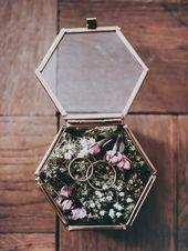 DIY Ringkissen aus Moos in Glasschatulle für eine Boho Hochzeit selbermachen – …