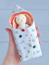 PDF Schlafsack für Mini-Puppe Schnittmuster & Tutorial – DIY Bett für Puppe, Puppe Bettwäsche, Fall für Spielzeug, Reisetasche für Puppe, Spielset