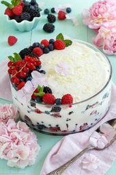 Dessert en couches avec du fromage cottage et du fromage à la crème