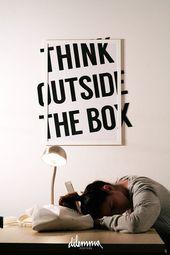 Motivierender minimalistischer Druck, Denken Sie über den Tellerrand hinaus, inspirierendes Zitat, Klasse