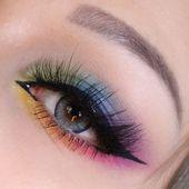 Echte aquatische Kontaktlinsen   – eye makeup