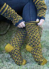 Kostenlose Anleitung – Das zweifarbige #Rautenmuster macht diese Socken aus REGI…