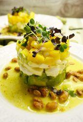 Frischer Turm! Avocado- und Mozzarellamangosalat mit Orangenessigsoße   – Low carb