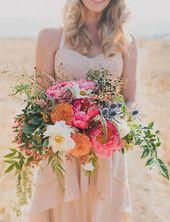 Lockere Brautsträuße mit pinken Pfingstrosen – Strauß und Blumenkranz