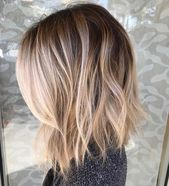 CHECK – Beautiful blurred, mixed balayage with the most perfect root fading to blonde. Love these beach waves and this haircut to further flatter this beautiful color technique   – Haarschnitt blond