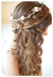 Wedding hair…. Soooo cute i love the little flowers