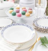 This simple and elevated entertaining style by @pizzazzerie = major spring table…