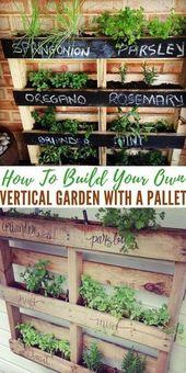 Wie man einen eigenen vertikalen Garten mit einer Palette baut