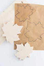 Herbstblätter aus Holz gesägt