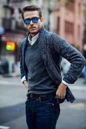 dunkelblaue Strickjacke mit einem Schalkragen, dunkelgrauer Pullover mit einem V-Ausschnitt, weißes Langarmhe