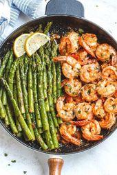 Zitronen-Knoblauch-Butter-Shrimps mit Spargel – So viel Geschmack und so einfach zu werfen