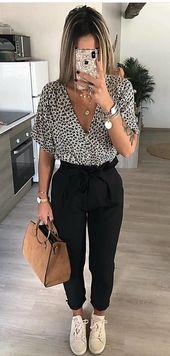 Kurzarmhemd mit schwarzem und weißem Leopardenmuster #spring #outfits – #Kurzar… – Kleidung