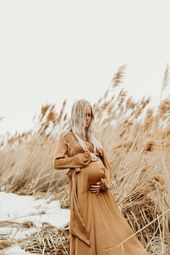 Baby Bump Beautiful outdoor winter maternity pictures with Kenzie Akiko