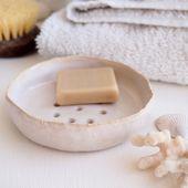 Handgefertigte weiße Keramik Seifenschale, Seifenschale, weiße Seifenschale, Badezimmer Zubehör, Keramik Teller, Keramik Seifenschale, rustikale Keramik Seifenschale