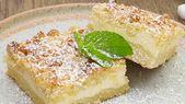 Quarkkuchen auf der Platte   – Food and drink