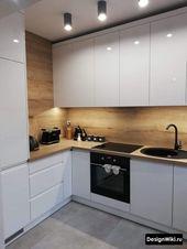 Weiß glänzende Küche in modernem Stil mit … -…