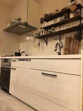 システムキッチンの取手をアンティーク アイアン風に簡単リメイク塗装diy 取手の外し方 付け替え方 はがれないようにうまくスプレーを塗る方法 2020 システムキッチン リビング キッチン キッチン収納 おしゃれ