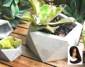 Konkreter Pflanzer geometrisch, Oktaeder, konkreter saftiger Pflanzer, moderner konkreter Pflanzer, Zementpflanzer, großer konkreter Pflanzer
