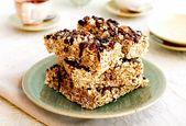 Heidelbeer-karamellisierte Ahorn-Pekannuss-Frühstücksriegel nieselten mit Schokolade [Vegan]
