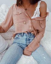 Sjaal met print // skinny jeans // witte sneakers // leren jas // leer … – M …   – uncategorized