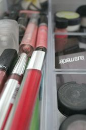 Simple ideas to organize your makeup and get rid of it!