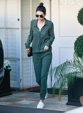 21 Fashionable Outfits With Dark Green Pants For Ladies  – Ideias fashion