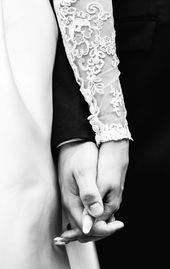 Händchenhalten von Braut und Bräutigam | Hochzeits-Detials