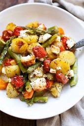 Batatas assadas com aspargos verdes, tomate e queijo feta (apenas um prato!)   – ?K
