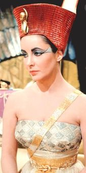 Waiting For Caesar To Crown Her Queen Of All Egypt Elizabeth Taylor Cleopatra Young Elizabeth Taylor Elizabeth Taylor