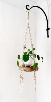 Blume, die an der Makramee hängt