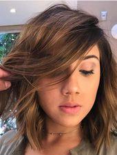 Diese Frisur ist sehr einzigartig. Wenn Sie sich für diese Frisur interessieren, müssen Sie vorsichtig sein, da sie nicht bei allen Hauttönen gut funktioniert. So, …