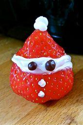 Rezept für Erdbeer-Weihnachtsmänner: Eine Erdbeere halbieren. In der unteren Hälfte d …