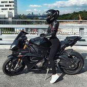 @innusya11 #BikeQueens #BMW #s1000rr #BikeKingz – leder