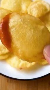 طبخات إنستا Sur Instagram بطاطس مقرمشة 2 حبة بطاطس متوسطة نشاء خل تفاح ملعقة الملح الطريقة بعد تقطيع البطاطس بشكل دوائر نن Food Desserts Pudding