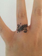 Best Henna Tattoo Designs And Ideas For Women #hennadesigns Henna tattoos on fin…
