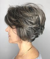 90 elegante und einfache kurze Frisuren für Frauen über 50
