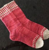 (Fotos: Deborah Kemball) Diese wunderschönen Socken wurden soeben von Ravelry d