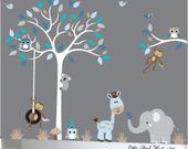 Sticker enfant arbre blanc aux couleurs jaunes et turquoises Singes girafes éléphants koala chouettes oiseaux   – Szobák
