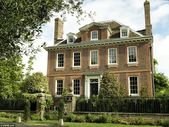Downsize Abbey! The mansion that comes complete with its own antiques   – Houses