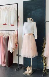 Moderne Brautkleider und Zweiteiler für die Hochz…