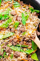 Easy Ramen Noodle Stir Fry. Das perfekte Ramen-Nudel-Rezept für jede Nacht. Einfach …   – ramen noodle recipes