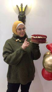 Leyla Fathallah ليلى فتح الله On Instagram رد فلفت كيك المكونات للكيك ١ ١ ٢ كوب زبدة ١٢٠ جرام ١ ١ ٢ كوب سكر ٣٠٠جرام Winter Hats Dessert Recipes