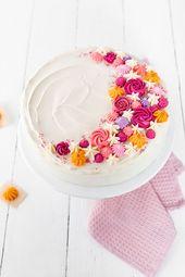 Buttercreme Blumen – Schritt für Schritt zum Tortendekor! – Backen
