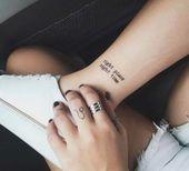 Quel tatouage sur le doigt adopter? 80 idées simples et charmantes