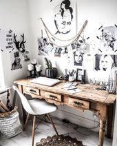 Creative and above all decorative chaos in the workplace. Surrounded by beautiful