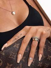 Hand römische Ziffern Skript Zitat Tattoo Ideen für Frauen – Ideen de tatuaje de fl …
