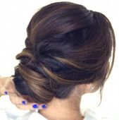 Quick hair tutorial: how to do an easy romantic updo on yourself in just 5 minutes! Simple elegant bun hairstyles for long medium hair. #promhairupdot...
