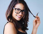 Frisuren mit Brille: Bob, Pony oder Dutt? – NIVEA