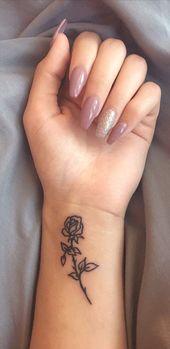 Kleine Rose Handgelenk Tattoo Ideen für Frauen – Minimal Flower Tattoo – Ideen De
